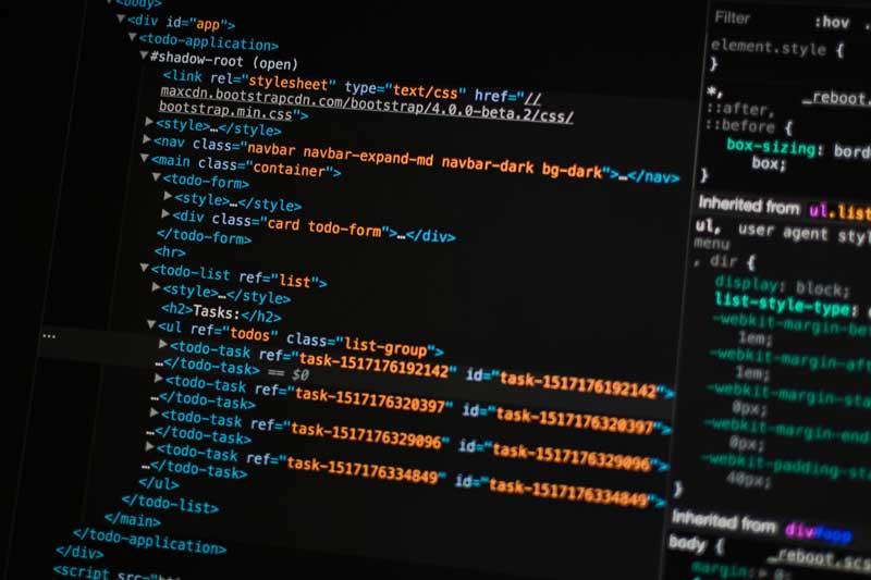 Code html sur écran ordinateur